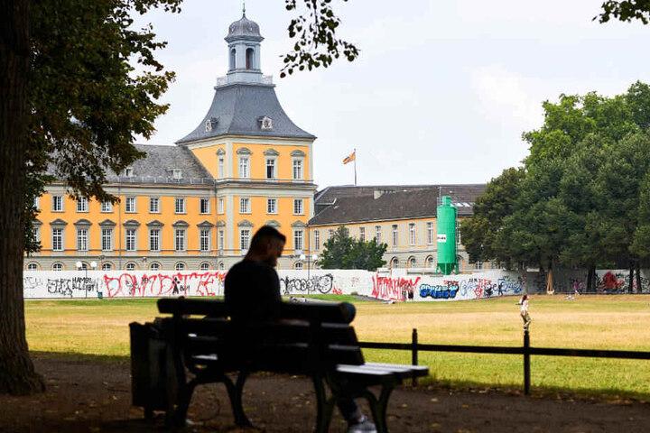Sechseinhalb Stunden lang dauerte der Polizeieinsatz im Bonner Hofgarten.