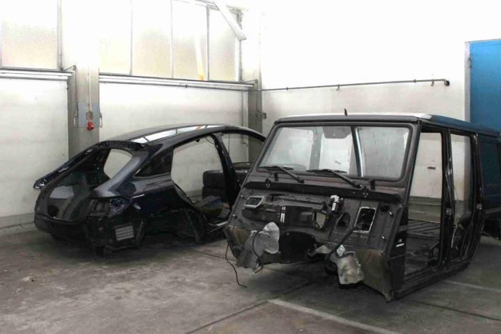 Die Karosserien wurden in den Containern von der Polizei sichergestellt.