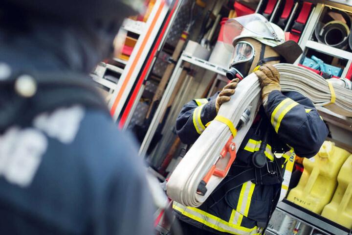 Feuerwehr und Rettungsdienst waren mit etwas 80 Einsatzkräften vor Ort (Symbolbild).
