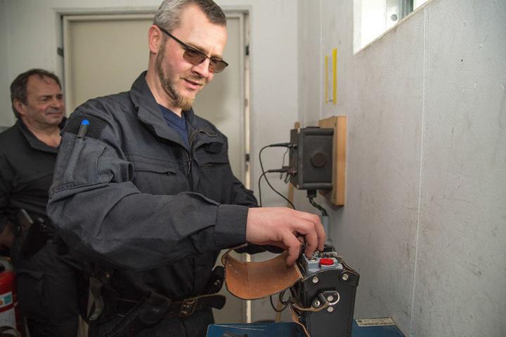 Rums auf Knopfdruck: Mit der Zündmaschine wird die Sprengung ausgelöst.