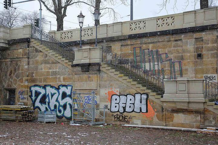 Über 100.000 Euro kostete die Graffiti-Entfernung an Brücken, Straßen und Parkautomaten.