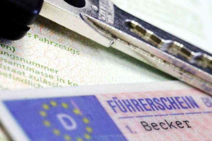 Der Führerschein der 50-Jährigen wurde sichergestellt (Symbolbild).