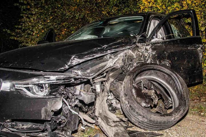 Ein Blick auf den völlig zerstörten Audi.