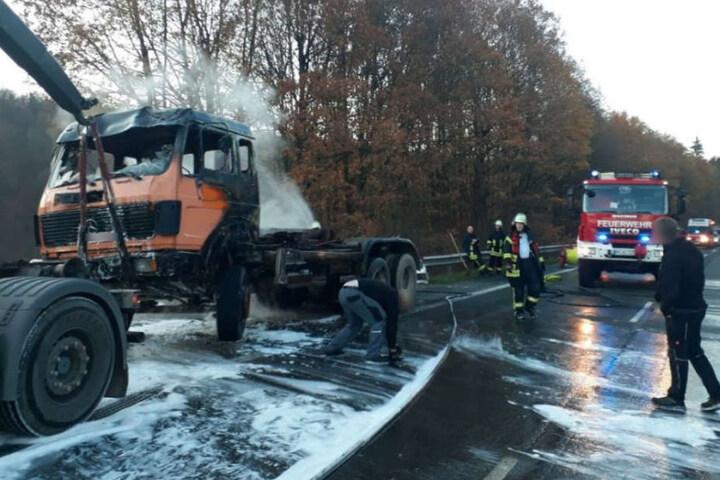 Die Fahrerkabine brannte vollständig aus.