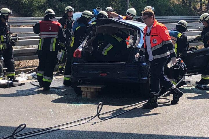 Das Auto des Geisterfahrers wurde bei dem Unfall schwer beschädigt.