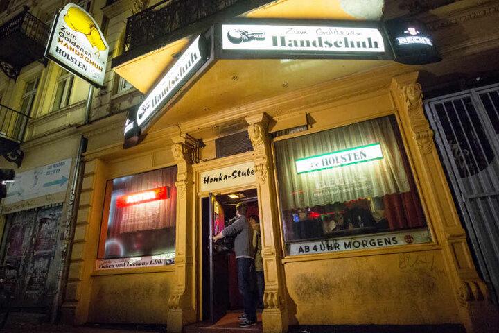 """Die Kneipe """"Zum Goldenen Handschuh"""" auf Hamburg-St.-Pauli gibt es immer noch. Hier trieb der Mörder Fritz Honka sein Unwesen."""