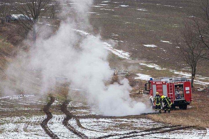An mehreren Stellen brannte immer wieder Holz und Gestrüpp.