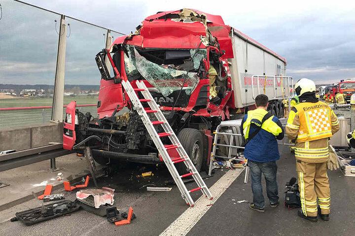 Die A4 musste wegen des Crashs vollgesperrt werden.