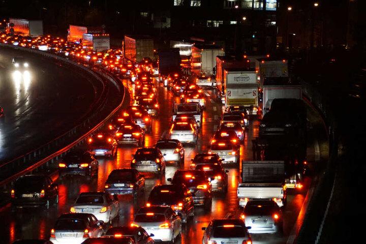 Die A1 soll noch bis mindestens 23 Uhr gesperrt sein. (Symbolbild)