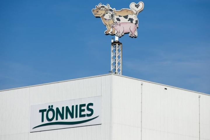 Der Unternehmer ist Miteigentümer des Fleisch-Imperiums Tönnies in Rheda-Wiedenbrück.