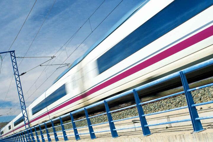 Das Abenteuer am Gleisbereich hätte auch böse enden können. (Symbolbild)