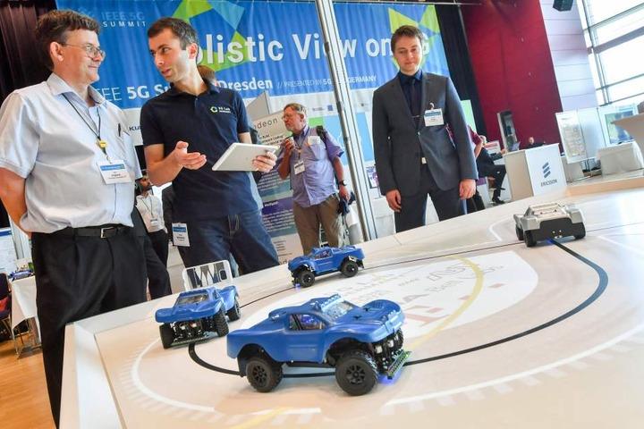 Im Verkehr soll die Technik selbstfahrende Autos in Echtzeit miteinander  kommunizieren lassen.