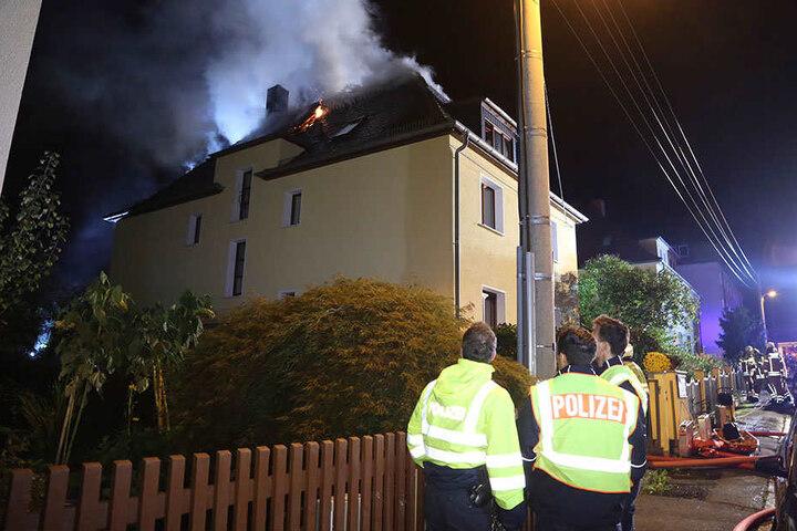 Die Brandwohnung war leer. Nun muss die Polizei ermitteln, wie es zu dem Feuer kommen konnte.