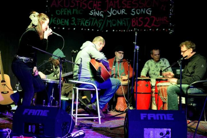 Die Jam-Sessions gehen Querbeet von Jazz über Folk und Blues zu Reggae und mehr.