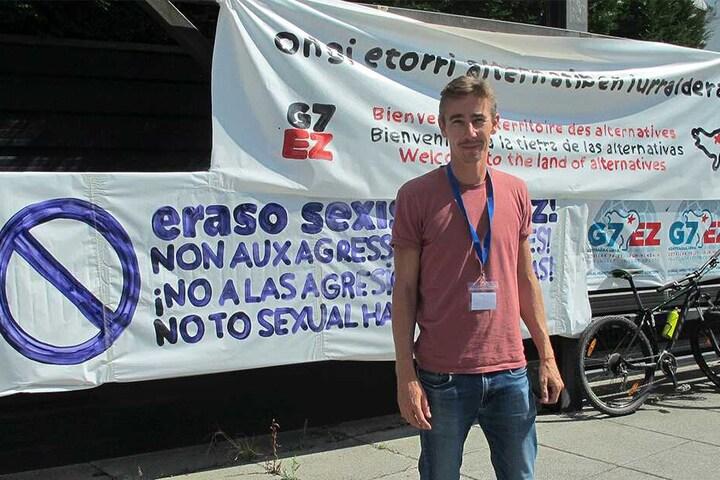 In Biarritz dürfen die Globalisierungsgegner nicht protestieren, daher bereiten sie sich andernorts auf Gegendemos vor - so wie hier Sebastien Bailleul in Irun, Spanien.