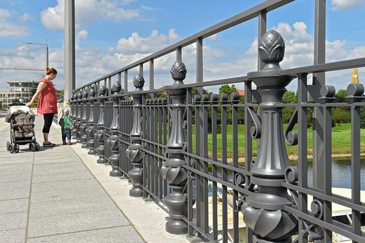 Das doppelte Geländer an der Albertbrücke bekommt von Seifert sein Fett weg.