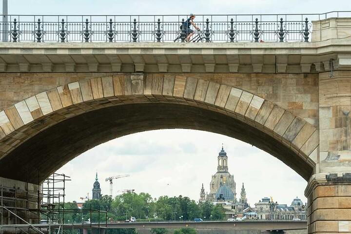 Nach Abschluss der Sanierung kann sich die Albertbrücke auch untenrum endlich sehen lassen.
