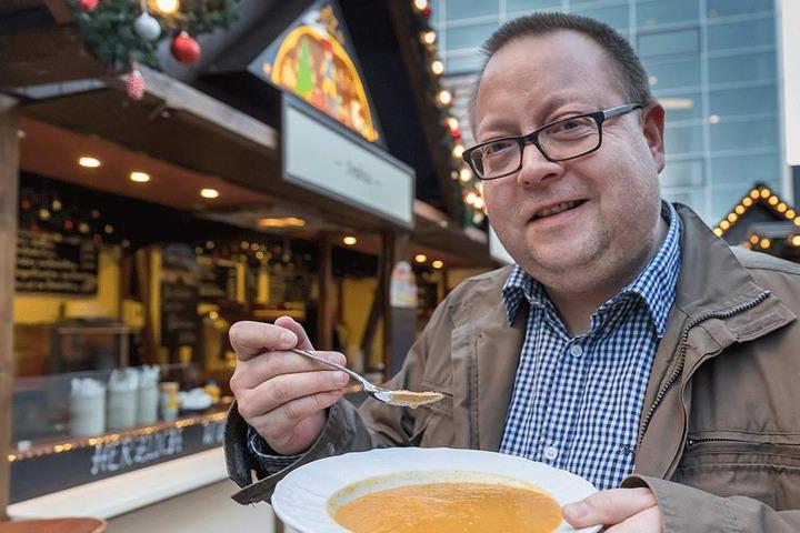 Mal was anderes: Die Kartoffel-Kürbis-Suppe auf dem Düsseldorfer Platz ist eine leckere Abwechslung.