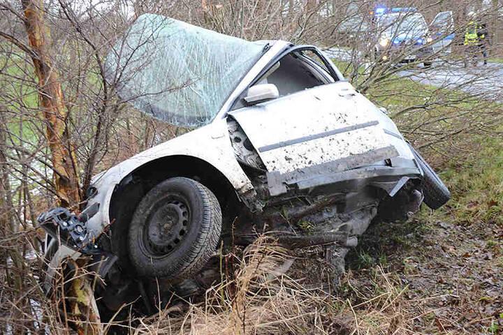 Der Fahrer des VW erlitt lebensgefährliche Verletzungen.