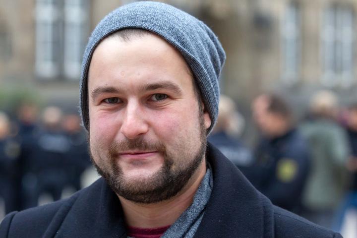 """Monteur Max Kühn (24) hingegen kritisiert die Abschottung von Steinmeier: """"Er spricht nur mit ausgewählten Bürgern."""""""