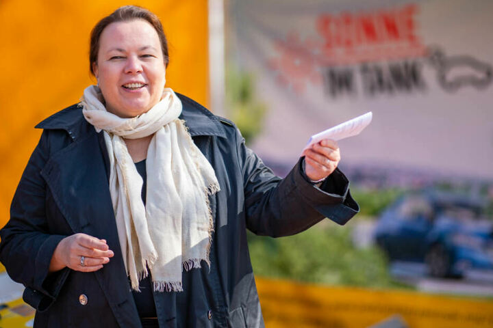 NRW-Umweltministerin Ursula Heinen-Esser will, dass die Kommunen das Wegwerfen von Zigaretten-Stummeln konsequenter und härter bestrafen.