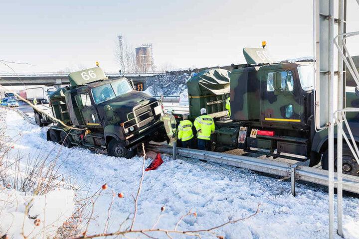 Ein Laster wurde durch die Leitplanke geschoben.