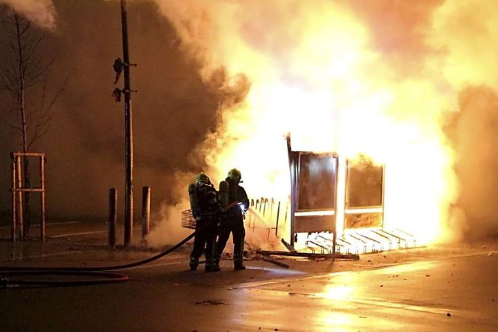Auf dem Sonnenberg ging ein Unterstand für Einkaufswagen in Flammen auf.