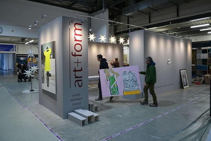 """Der Stand der Neustädter Ladengalerie """"art+form"""" wer gestern noch im Aufbau."""