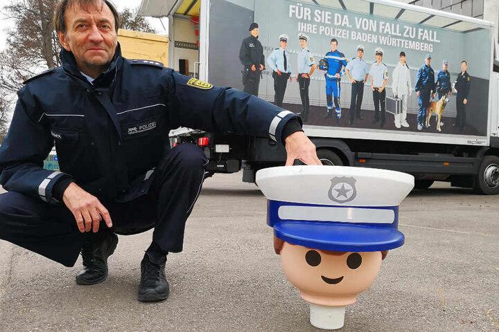 Derzeit fehlt dem Playmobil-Polizisten sein Körper.