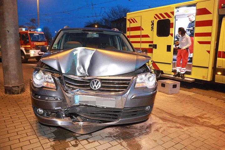Der VW hat vermutlich Totalschaden.