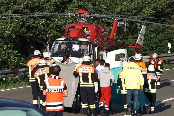 Der Autofahrer wurde schwer verwundet.
