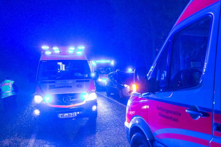 Zwei Frauen wurden bei dem Unfall verletzt ins Krankenhaus gebracht.