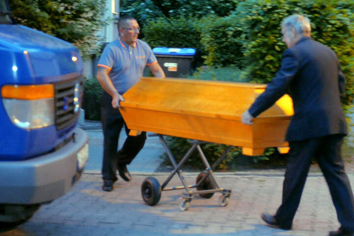 Nach einem Streit in einer Wohnung in Erfurt fanden Rettungskräfte in de Nacht zu Sonntag zwei Tote.