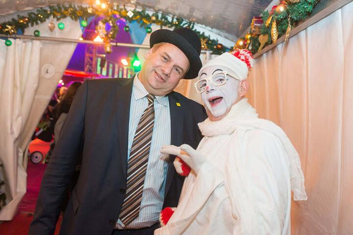 Ein wenig Zeit für Spaß: OB Dirk Hilbert (links) mit Clown Pierre im  Dresdner Weihnachtscircus.