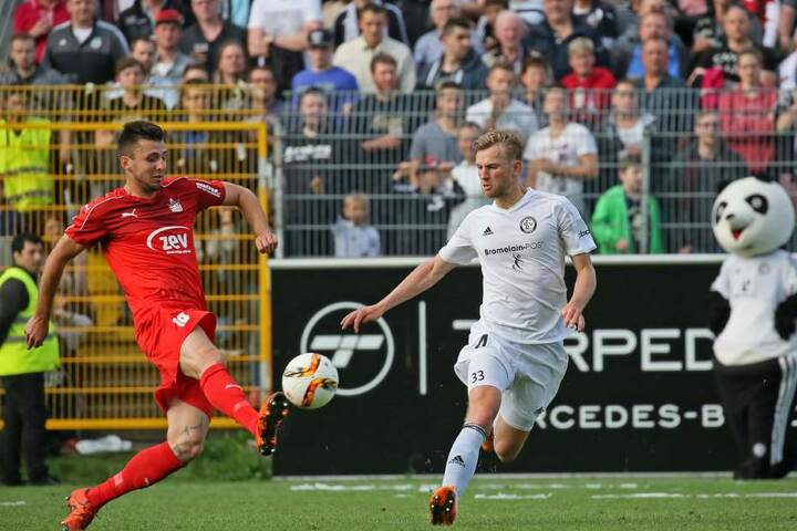 Jan Washausen (r.) im Mai 2016 im Drittliga-Aufstiegsrelegationsspiel gegen Davy Frick.