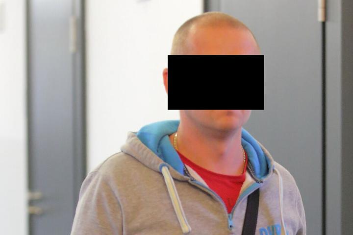 Pawel Z. (38) hatte Geld im Schritt und muss nun Strafe zahlen.