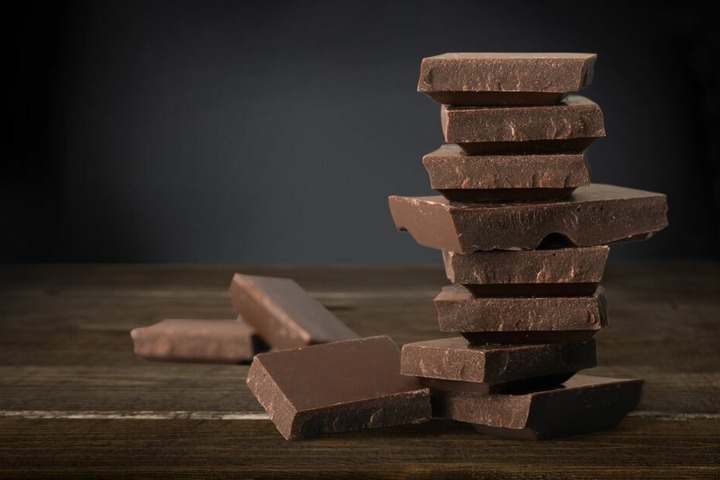 Zartbitter-Schokolade verdankt ihren guten Ruf den darin enthaltenen Polyphenolen. (Symbolbild)