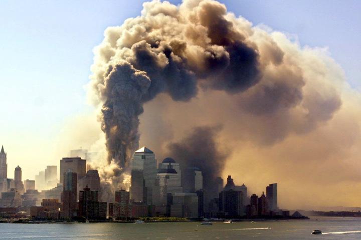 Etwa 3000 Menschen starben durch die Terroranschläge vom 11. September 2001, als das World Trade Center in New York zerstört wurde (Archivbild).