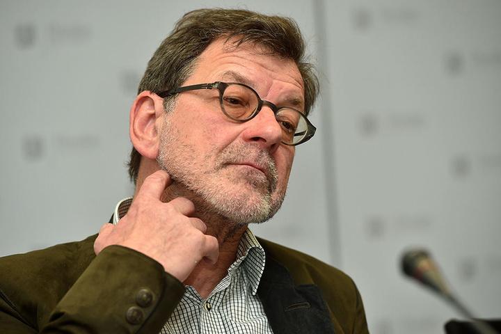 """Amtschef Reinhard Koettnitz (63) wollte sich gestern nicht zur Sache äußern, will nun aber """"prüfen""""."""