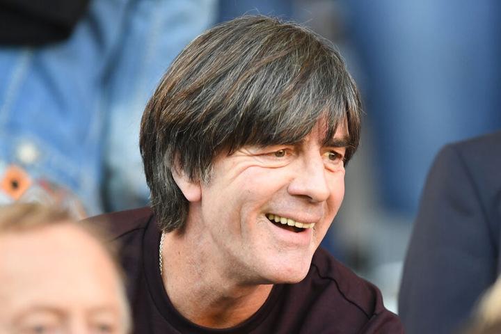 Huhu, Bundes-Jogi! Nationaltrainer Joachim Löw war wie so oft bei Heimspielen im Stadion des SC Freiburg.