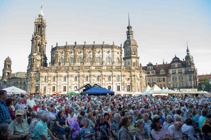 Jahr für Jahr lockt das Stadtfest etwa 500 000 Besucher in die Dresdner  Innenstadt.