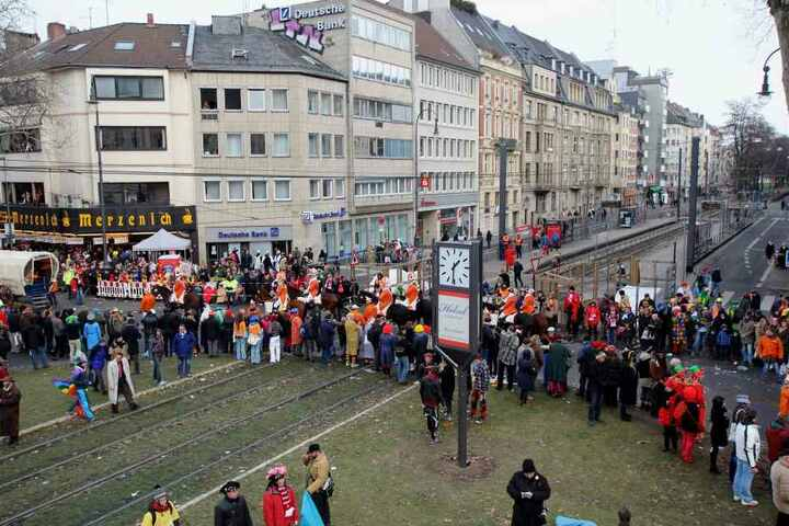 Aufgrund der Karnevalszüge müssen einige Bahnlinien unterbrochen oder umgeleitet werden.
