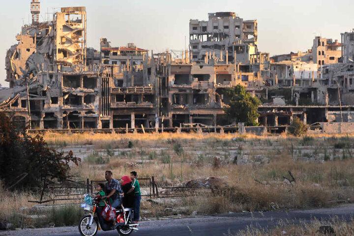 Das Foto zeigt durch den Bürgerkrieg zerstörte Häuser in Syrien.