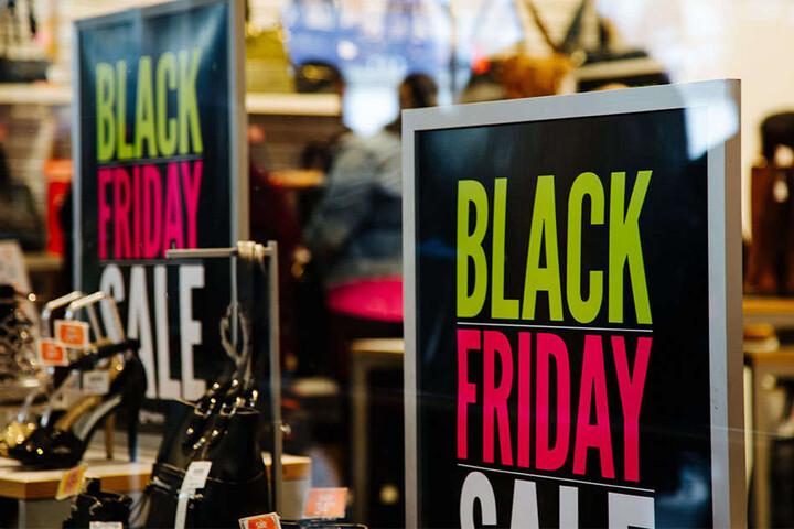 """In den USA sorgt der """"Black Friday"""" jedes Mal für Ausnahmezustand in Kaufhäusern und Einkaufsmeilen."""