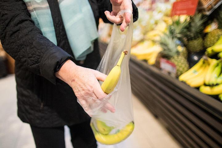 Obst und Gemüse landen noch immer viel zu oft in Plastikverpackungen. Kampf gegen Plastik geht anders!