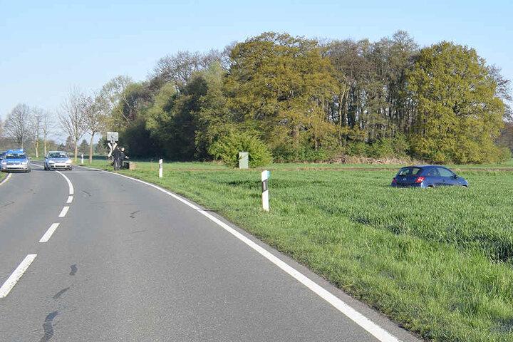 Das Auto der 19-Jährigen landete im Feld.