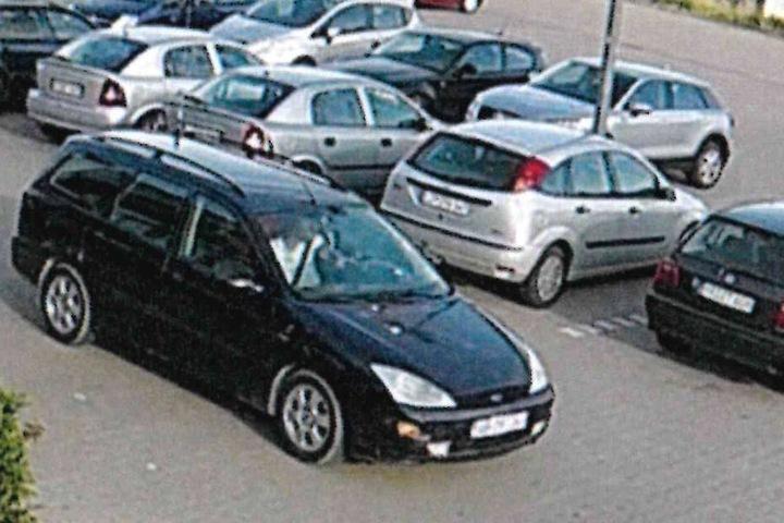 Mit einem schwaren Ford verließ der Dieb den Supermarkt-Parkplatz.