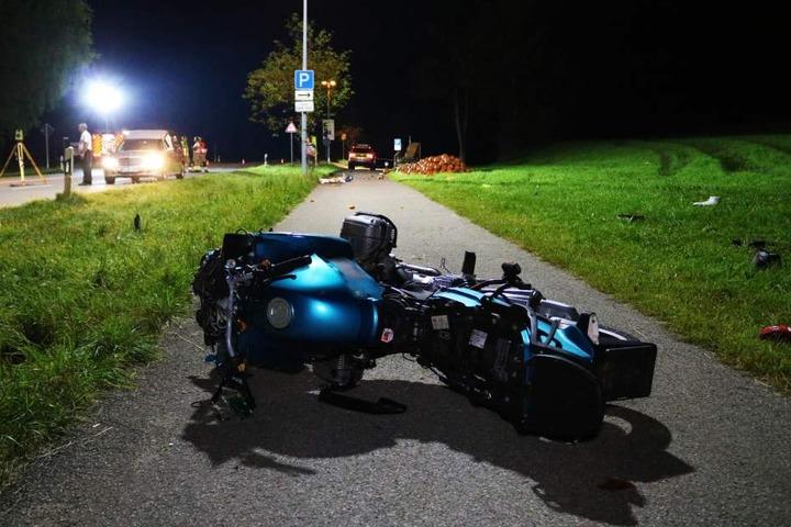 Ein 24-Jähriger hatte die Kontrolle über sein Motorrad verloren und war in die Familie am Straßenrand geschleudert.