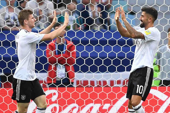 Juni 2017: Demirbay (rechts) gratuliert Timo Werner (links) nach dessen Treffer zum 2:0.
