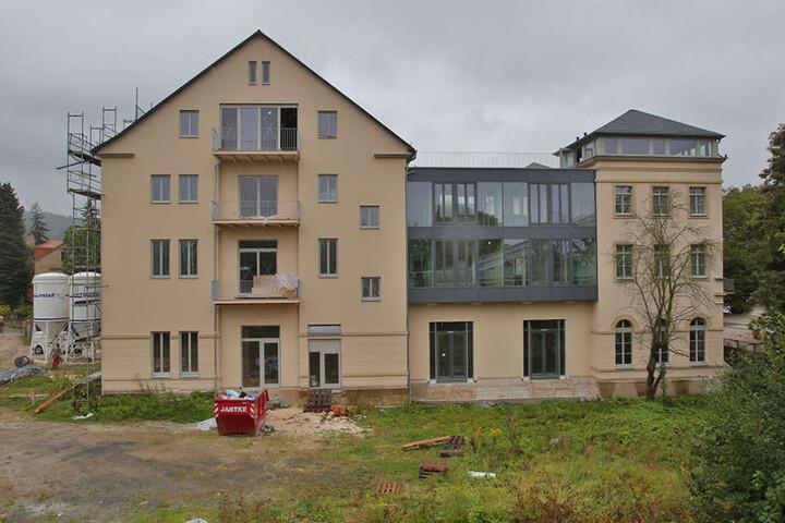 Außen ist das Gebäude so gut wie fertig, aber beim Innenausbau kommt es zu Verzögerungen.